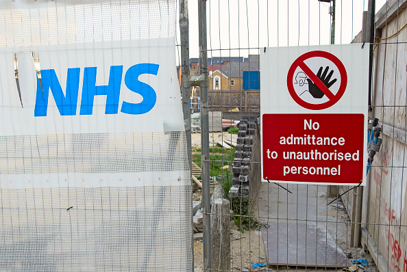 Construction Industry「Fencing on NHS building site.」:写真・画像(7)[壁紙.com]