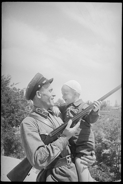Uzbekistan「Army Officer With His Son」:写真・画像(3)[壁紙.com]