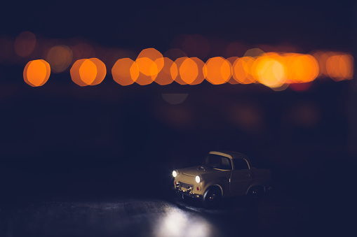 ミニチュア「Miniature vintage car with bokeh background」:スマホ壁紙(5)