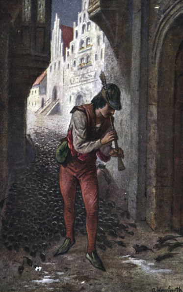 Fairy Tale「The Pied Piper of Hammelin. Illustration showing the rat-catcher luring the rats away from the town by playing his enchanted pipe. Der Rattenfanger von Hameln by O.Berrfurth.」:写真・画像(14)[壁紙.com]