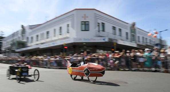 Soapbox Cart「Visitors Enjoy Annual Art Deco Festival」:写真・画像(6)[壁紙.com]