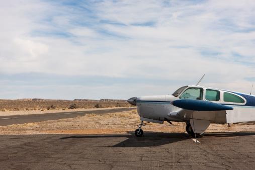 Propeller Airplane「Small plane parked on dirt track」:スマホ壁紙(14)