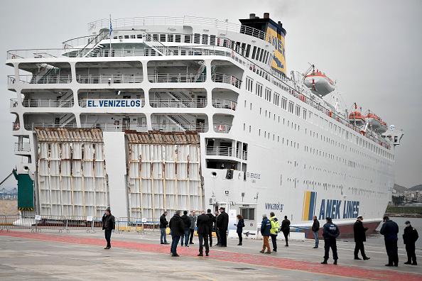 Ferry「Coronavirus Hit Cruise Ship Eleftherios Venizelos Docks At Piraeus」:写真・画像(5)[壁紙.com]
