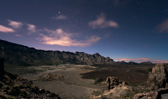 Lava「Moonlight landscape on Teide, Canary islands」:スマホ壁紙(3)