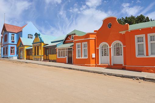 Namibia「Colorful row orange,blue,yellow houses in Luderitz, Namibia」:スマホ壁紙(2)