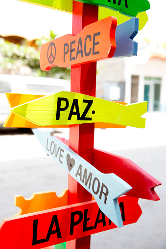 Sayulita「Colorful road signs to Peace and Love」:スマホ壁紙(10)