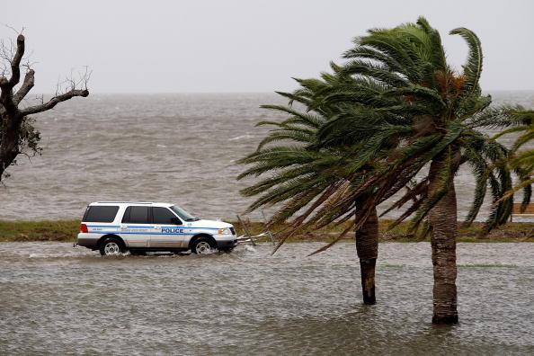 Hurricane Ike「Gulf Coast Prepares For Hurricane Ike」:写真・画像(12)[壁紙.com]