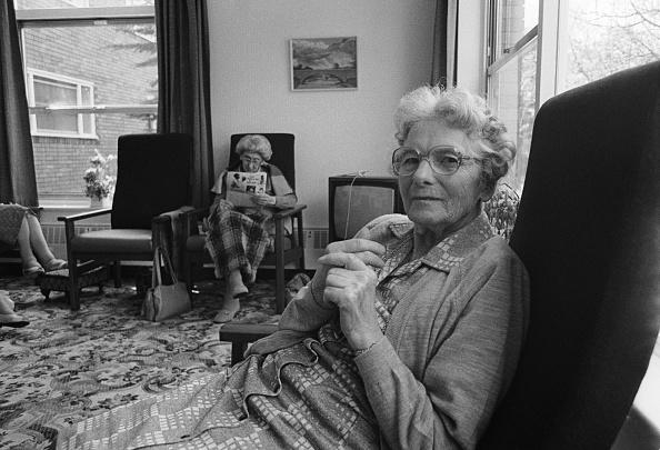 Senior Women「Old People's Home」:写真・画像(2)[壁紙.com]