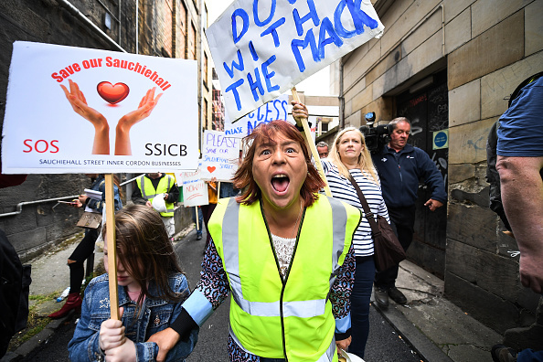 Roped Off「Residents Displaced By The Glasgow Art School Fire Attempt To Go Home」:写真・画像(10)[壁紙.com]