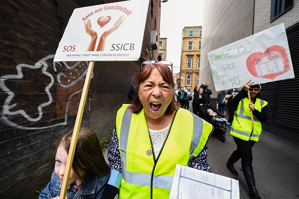 Roped Off「Residents Displaced By The Glasgow Art School Fire Attempt To Go Home」:写真・画像(9)[壁紙.com]