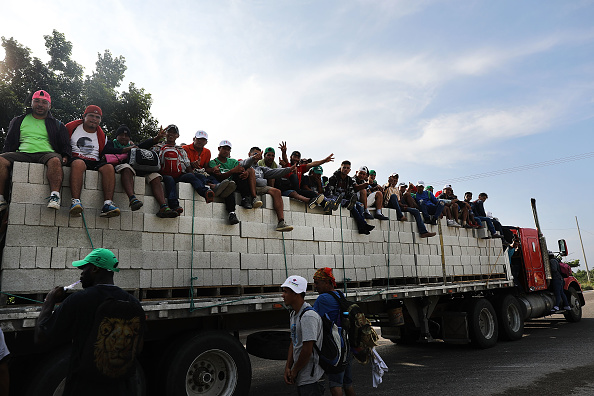 Refugee「Thousands Of Hondurans In Migrant Caravan Continue March Through Mexico」:写真・画像(13)[壁紙.com]