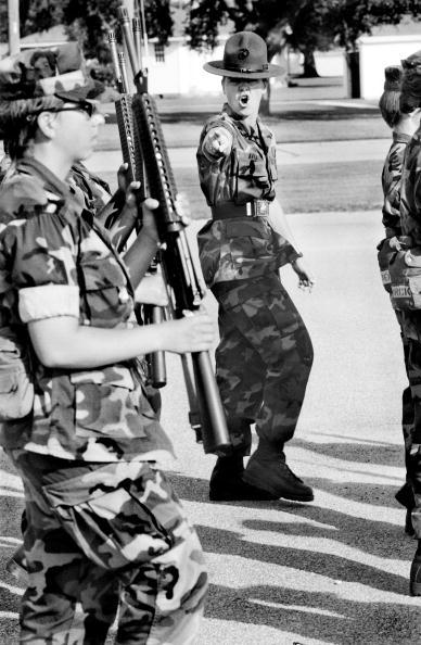 Tom Stoddart Archive「Women Marines」:写真・画像(11)[壁紙.com]