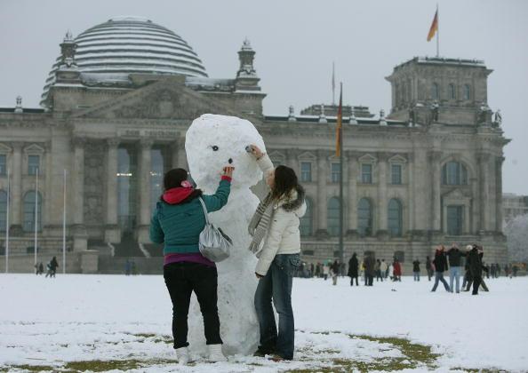 雪だるま「First Snow In Berlin」:写真・画像(0)[壁紙.com]