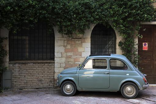 Compact Car「An old car parking on street of Assisi」:スマホ壁紙(19)