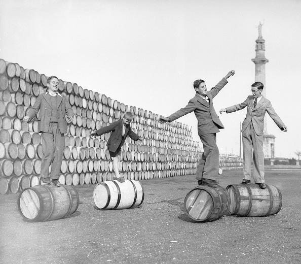 Fun「Barrel Walking」:写真・画像(1)[壁紙.com]