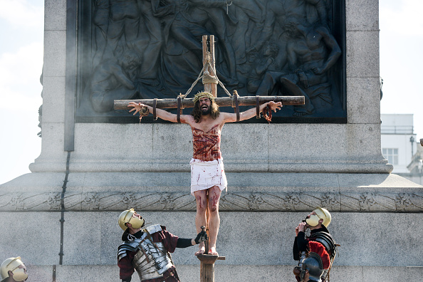 Crucifix「Actors From The Wintershall Estate Perform The Passion Of Jesus」:写真・画像(14)[壁紙.com]