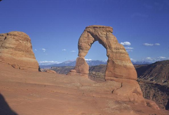 Arch - Architectural Feature「Delicate Arch, Arches National Park, UT.」:写真・画像(3)[壁紙.com]