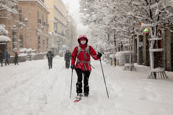 Madrid「Snow Hits Madrid As Temperatures Plummet In Spain」:写真・画像(1)[壁紙.com]