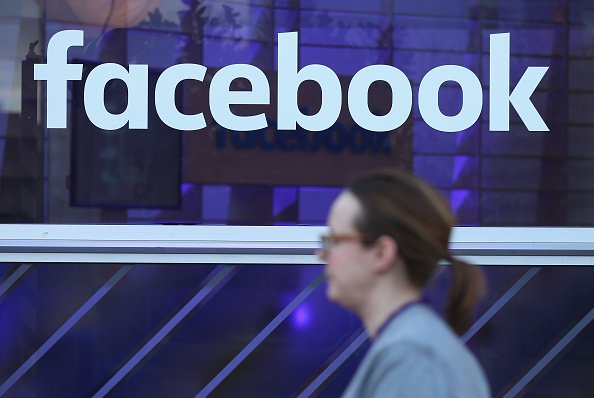 ロゴマーク「Facebook Exhibits Technologies At Innovation Hub」:写真・画像(3)[壁紙.com]