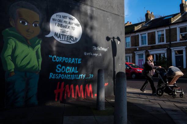 Graffiti「Graffiti Artist Paints Response to H&M 'Coolest Monkey' Advert」:写真・画像(12)[壁紙.com]