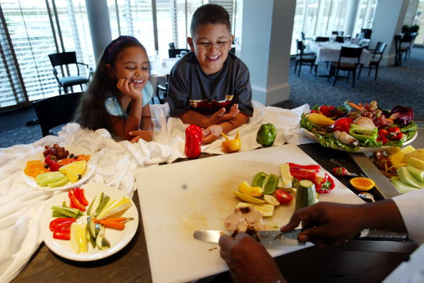 Eating「Kids, Parents Try Healthy Living」:写真・画像(11)[壁紙.com]