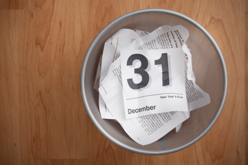十二月「Directly above of wastepaper basket with calendar card」:スマホ壁紙(17)