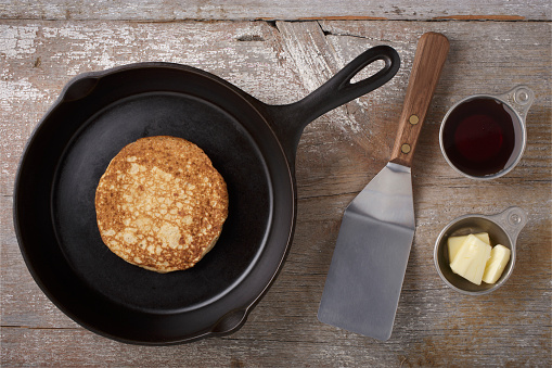 Cast Iron「Directly above view of kitchen utensils and pancake on rustic wooden table」:スマホ壁紙(19)