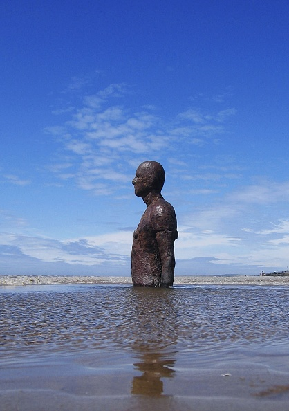 Jim Dyson「Gormley's 'Another Place' On Exhibit At Waterloo Beach」:写真・画像(10)[壁紙.com]