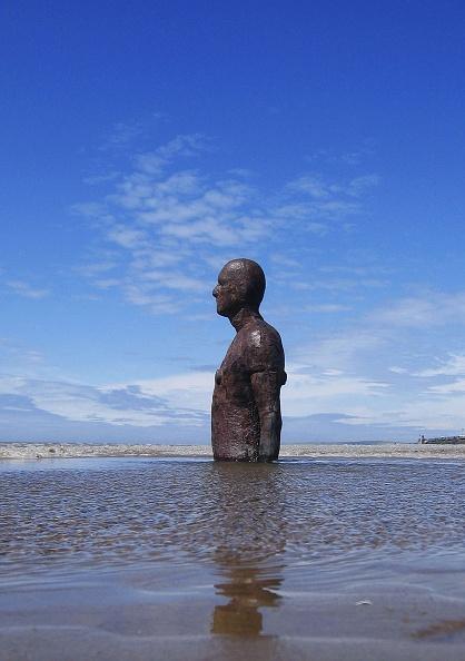 Antony Gormley「Gormley's 'Another Place' On Exhibit At Waterloo Beach」:写真・画像(10)[壁紙.com]