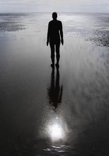 Antony Gormley「Gormley's 'Another Place' On Exhibit At Waterloo Beach」:写真・画像(11)[壁紙.com]