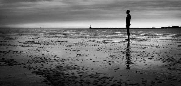 Antony Gormley「'Another Place' On Exhibit At Waterloo Beach」:写真・画像(17)[壁紙.com]