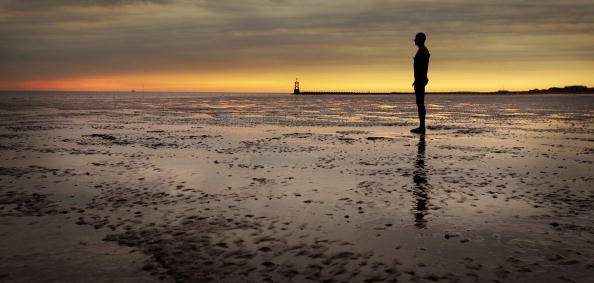 Antony Gormley「'Another Place' On Exhibit At Waterloo Beach」:写真・画像(16)[壁紙.com]