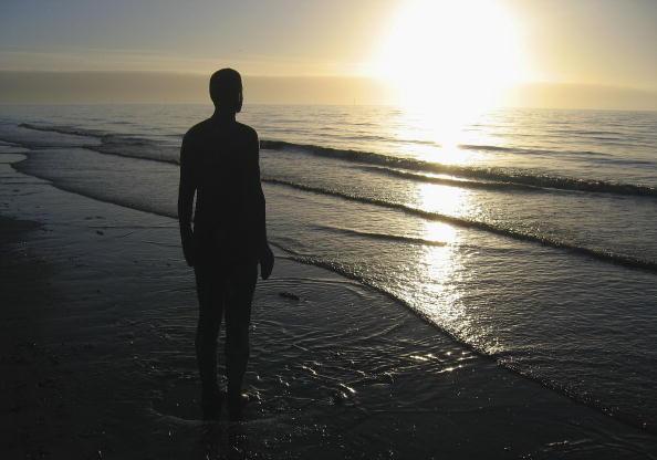 Antony Gormley「Gormley's 'Another Place' On Exhibit At Waterloo Beach」:写真・画像(2)[壁紙.com]