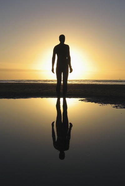 Jim Dyson「Gormley's 'Another Place' On Exhibit At Waterloo Beach」:写真・画像(0)[壁紙.com]