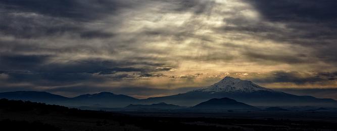 Mt Shasta「Mount Shasta at sunset in California, USA」:スマホ壁紙(16)