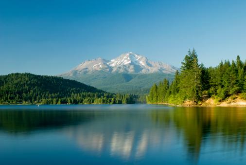 Mt Shasta「Mount Shasta Reflected In A Tranquil Lake」:スマホ壁紙(15)