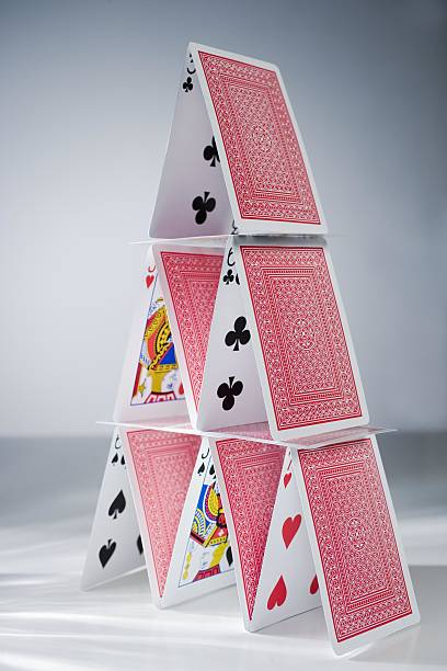 Playing cards stacked into a pyramid:スマホ壁紙(壁紙.com)