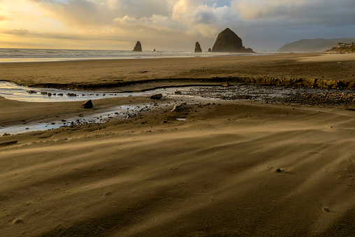 Cannon Beach「Sand blowing on Cannon Beach, Oregon」:スマホ壁紙(1)