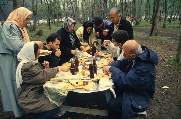 Bench「Iranians Picnic」:写真・画像(17)[壁紙.com]