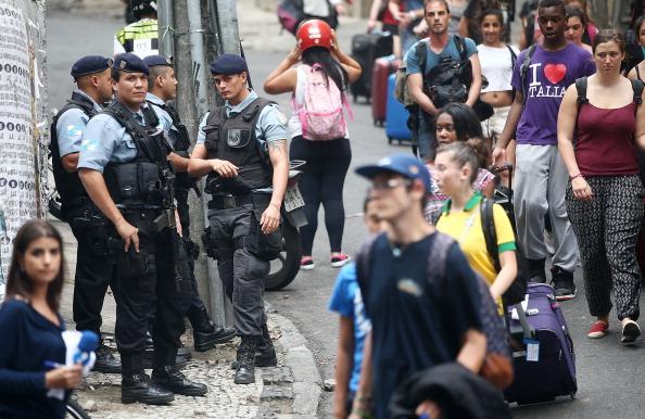 Tourism「Police Patrol Streets One Day After Violence in Rio Favela」:写真・画像(15)[壁紙.com]