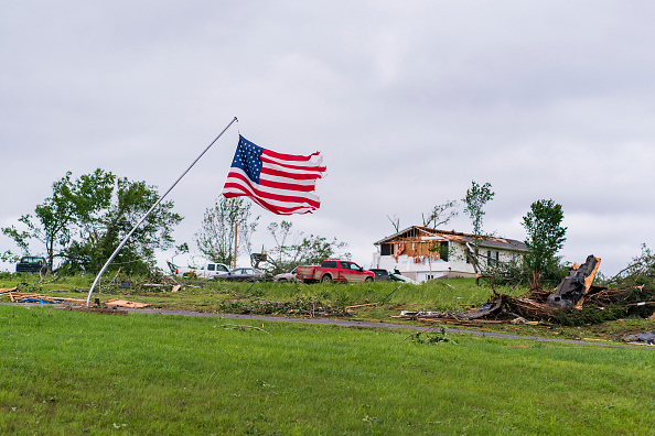 Kansas「Large Tornadoes Touch Down Around Kansas City As Extreme Midwest Weather Continues」:写真・画像(13)[壁紙.com]