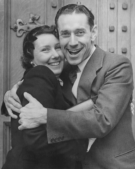International Landmark「Ron Ledger Meets His Sister」:写真・画像(13)[壁紙.com]