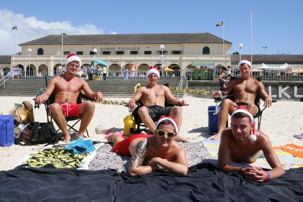 Don Arnold「Australians Celebrate Christmas At Bondi Beach」:写真・画像(19)[壁紙.com]