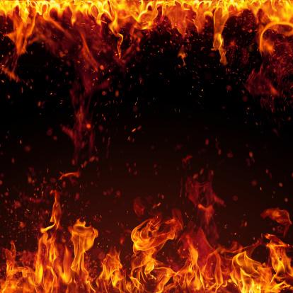 炎「XXXL 火災、明るいスパーク絶縁に黒色の背景」:スマホ壁紙(4)
