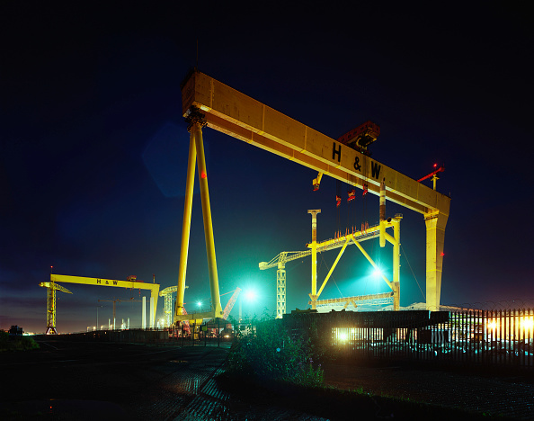 Crane - Construction Machinery「Gantry cranes in the Harland and Wolff shipyard, constructed by the German engineering firm Krupp, with Goliath being completed in 1969 and Samson in 1974」:写真・画像(10)[壁紙.com]