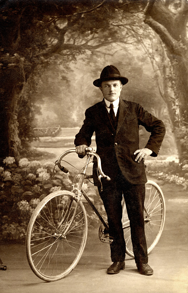 Sepia Toned「A Stylish Cyclist」:写真・画像(10)[壁紙.com]