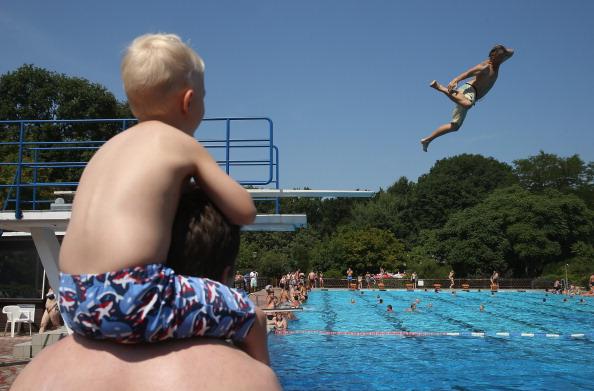 プール「Heat Wave Hits Central Europe」:写真・画像(14)[壁紙.com]