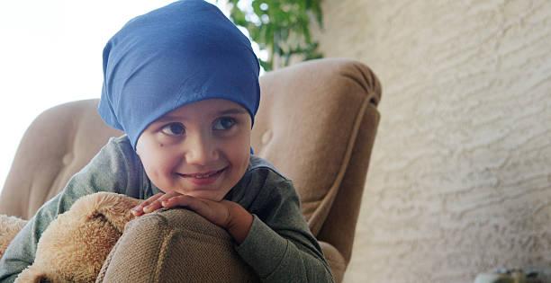 Little Boy with Cancer in the Hospital:スマホ壁紙(壁紙.com)