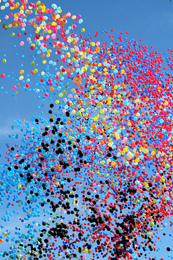 Helium「Many multi colored party balloons against the blue sky. Celebration.」:スマホ壁紙(7)