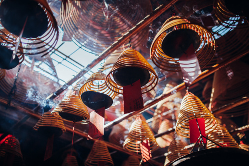 Religion「Incense coils hanging on the roof of temple」:スマホ壁紙(11)